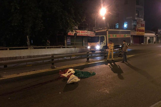 Người đàn ông tử vong trên đại lộ, thi thể biến dạng