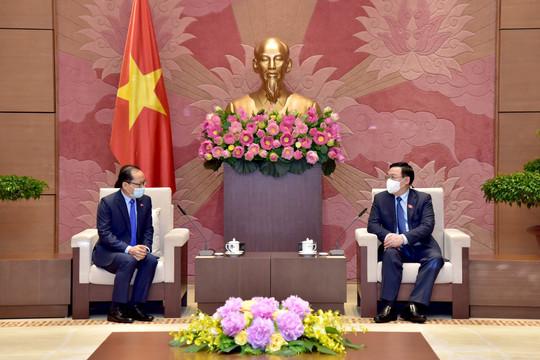 Chủ tịch Quốc hội cám ơn Campuchia đã tiêm vaccine cho lưu học sinh và người gốc Việt