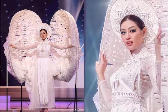 """Khánh Vân gây chú ý khi trình diễn """"Kén Em"""" tại Hoa hậu Hoàn vũ 2020"""