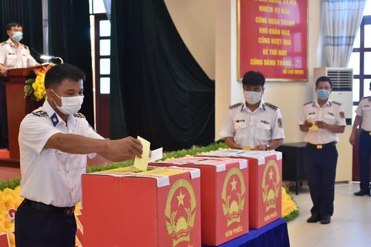 Cử tri đi bầu cử cần khai báo y tế, bỏ phiếu theo từng đợt, cách nhau từ 1-2 giờ