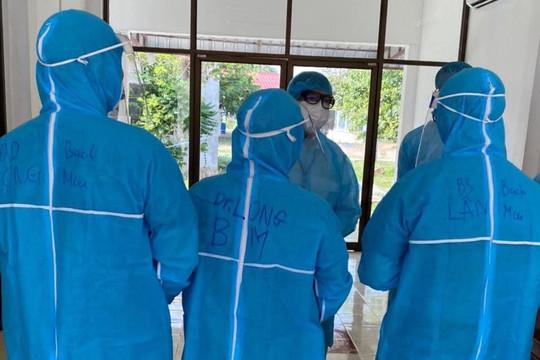 Chuyên gia y tế Việt Nam cấp cứu kịp thời một thai phụ Lào mắc Covid-19