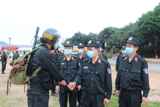 Gần 300 cảnh sát cơ động lên đường hỗ trợ Bắc Giang chống dịch Covid-19