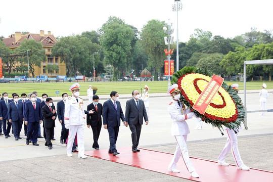 Lãnh đạo Đảng, Nhà nước viếng LăngChủ tịch Hồ Chí Minhnhânkỷ niệm 131 năm ngày sinh của Người