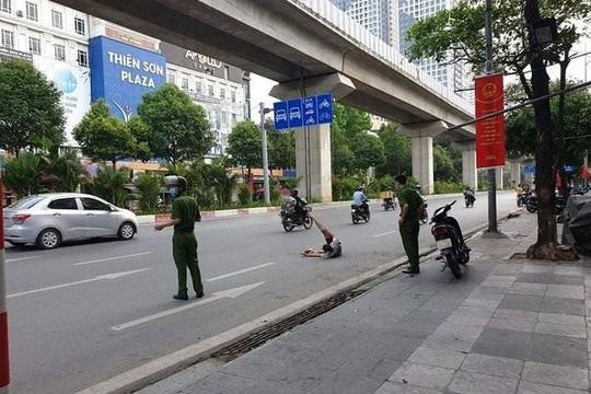 Khống chế nam thanh niên chặn ô tô xin tiền, dọa giết người đi đường