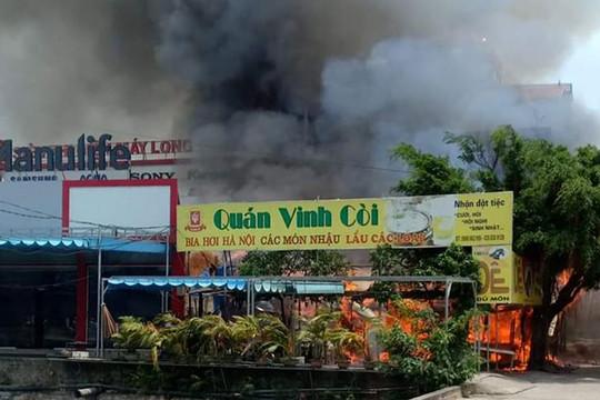 Quán bia cháy ngùn ngụt, nhiều tài sản bị thiêu rụi