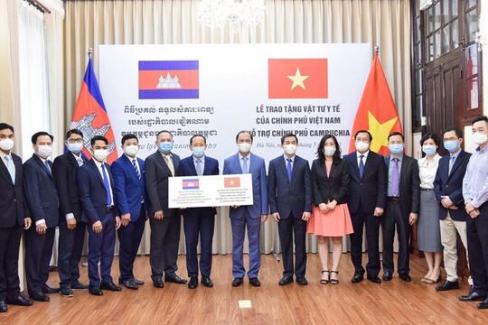 Việt Nam tặng 800 máy thở, 2 triệu khẩu trang y tế cho Campuchia phòng chống Covid-19