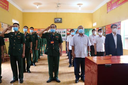 Cử tri Bình Định và nhiều tỉnh ở Tây Nguyên phấn khởi đi bầu cử sớm