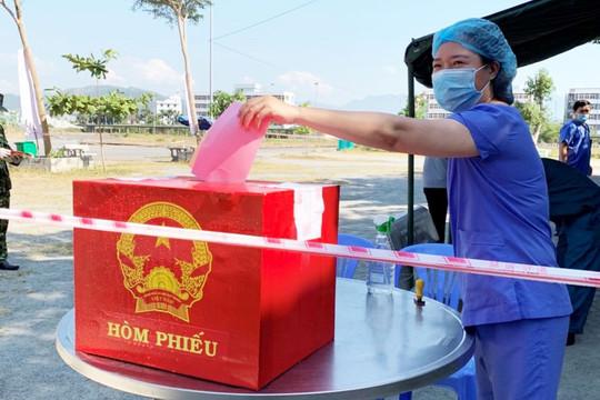 Cử tri tại các khu cách ly và Trại tạm giam CATP Đà Nẵng bầu cử