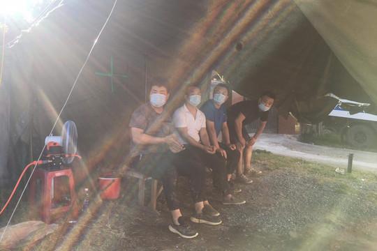 Chốt phòng chống dịch Quảng Bình phát hiện 4 người Trung Quốc vượt biên trái phép