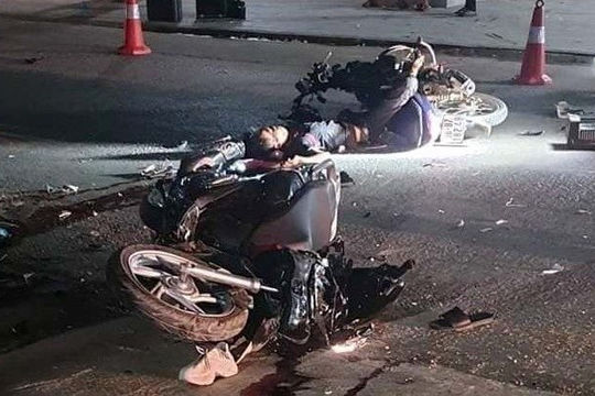 Hai xe máy đấu đầu, 4 người thương vong