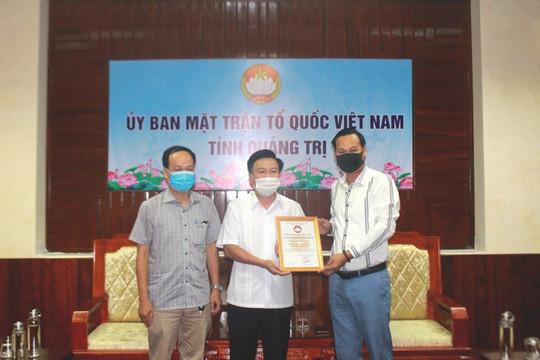 Nghệ sĩ Hoài Linh trao 1 tỷ đồng cho Quảng Trị