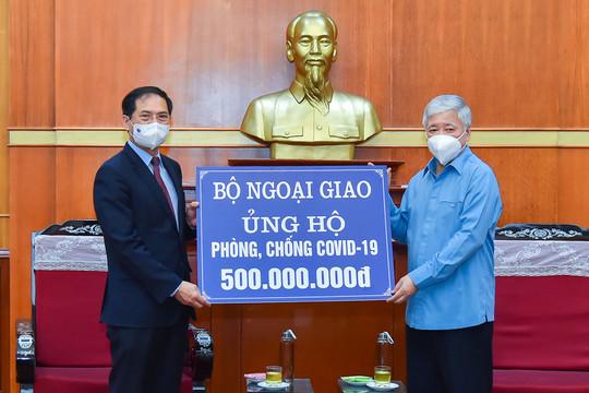 Bộ Ngoại giao ủng hộ 500 triệu đồng chung sức đẩy lùi dịch Covid-19