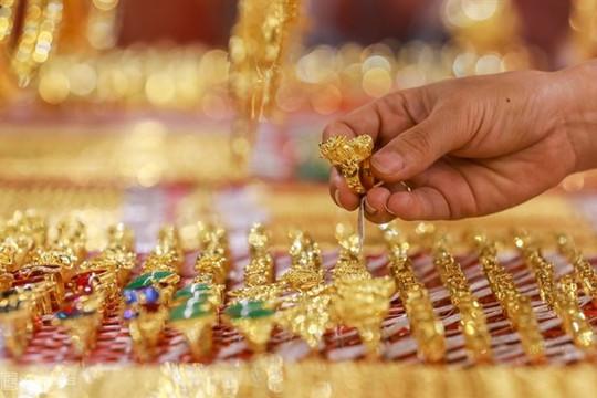 Giá vàng hôm nay 4/6: Vàng 'bốc hơi' trước sự mạnh mẽ của USD