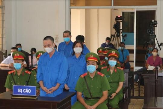 Tổ chức cho người khác xuất cảnh trái phép,  4 bị cáo lãnh 28 năm tù