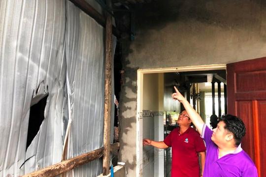 Cháy kho hàng gây nứt vách nhà 3 tầng bên cạnh