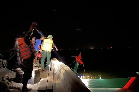 Chìm tàu cá chở 20 tấn hải sản, một thuyền viên bị thương nặng