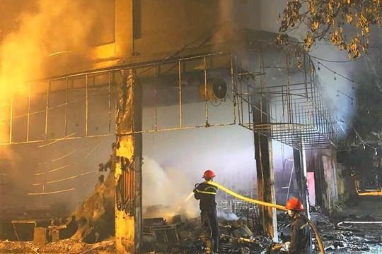 Cháy lớn tại phòng trà ở TP Vinh, 6 người tử vong