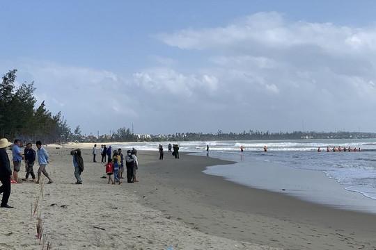 Nam sinh lớp 11 bị đuối nước tại bãi biển Mỹ Khê