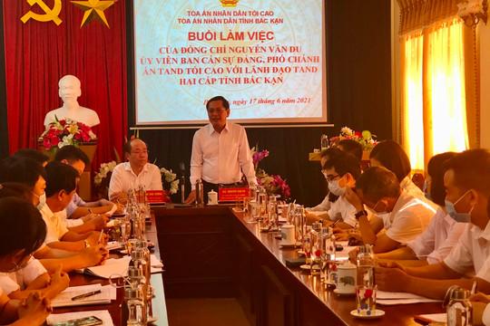 Phó Chánh án TANDTC Nguyễn Văn Du làm việc với lãnh đạo TAND hai cấp tỉnh Bắc Kạn