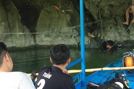 Tìm kiếm nam thanh niên mất tích khi lặn bắt cá trên hồ Ba Bể