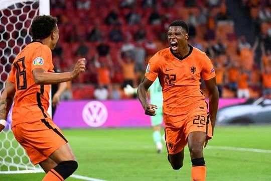 Hà Lan giành vé vào vòng knock-out, Bỉ lội ngược dòng trước Đan Mạch