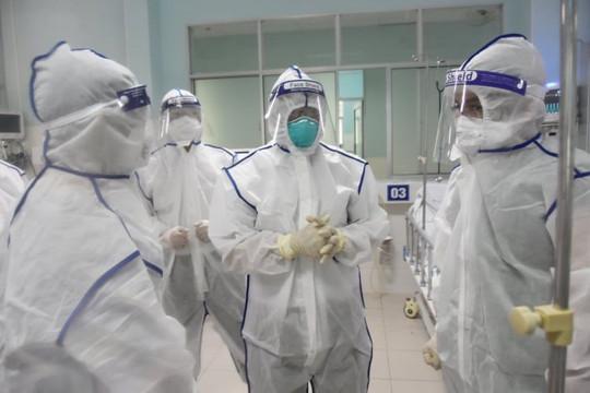 """Bảo vệ """"thành trì"""" y tế, đảm bảo an toàn cho nhân viên ở khu điều trị Covid-19"""