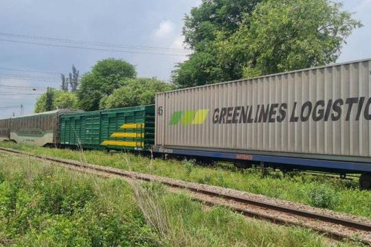 Tàu hàng trật bánh, đường sắt Bắc - Nam tê liệt hơn 4 giờ