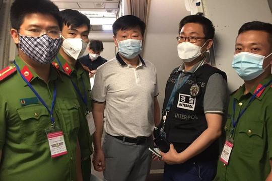 Bàn giao đối tượng truy nã cho Cảnh sát Quốc gia Hàn Quốc