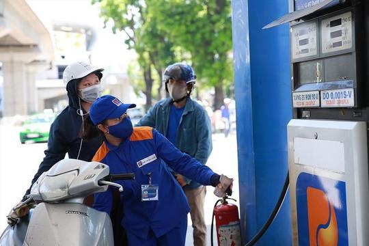 Giá xăng dầu đồng loạt tăng và đạt mức cao nhất trong 1,5 năm
