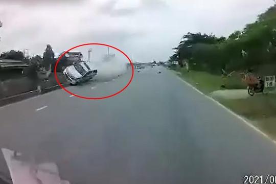 Clip xe ô tô tuần tra CSGT Hải Dương đâm xe đạp điện, 1 nữ sinh tử vong