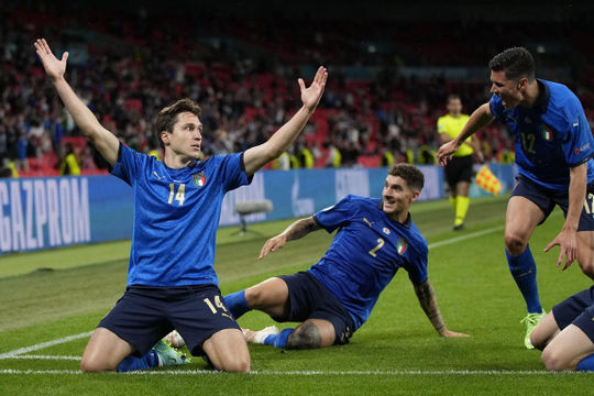 Italia và Đan Mạch vào tứ kết EURO 2020 sau những trận cầu đầy cảm xúc