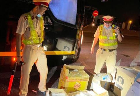 CSGT phát hiện bắt giữ 2.550 bao thuốc lá JET ngoại nhập