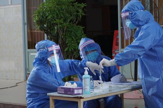 Người phụ nữ từ Bình Dương trở về Hà Nội dương tính SARS-CoV-2-