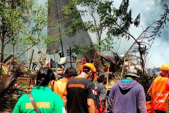 Tìm thấy hộp đen máy bay quân sự rơi ở Philippines