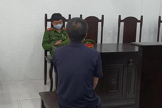 Tưới xăng vào trụ sở UBND phường ở Hà Nội