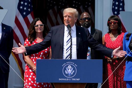 Ông Trump đệ đơn kiện tập thể Facebook, Twitter và Google
