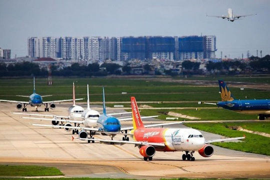Kiến nghị giảm tần suất đường bay TP.HCM - Hà Nội