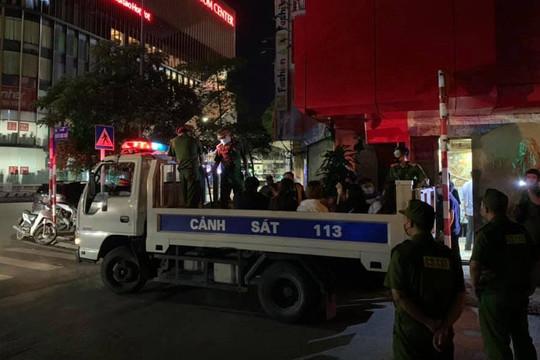 Quán karaoke hoạt động bất chấp lệnh cấm phòng dịch Covid-19
