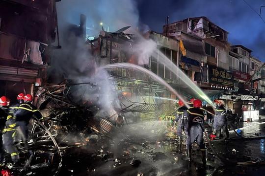Cháy lớn thiêu rụi 2 căn nhà tại TP Hồ Chí Minh