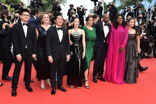 Nữ diễn viên Việt gây chú ý trên thảm đỏ LHP Cannes