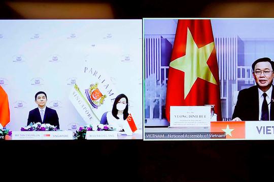 Chủ tịch Quốc hội Vương Đình Huệ hội đàm trực tuyến với Chủ tịch Quốc hội Singapore