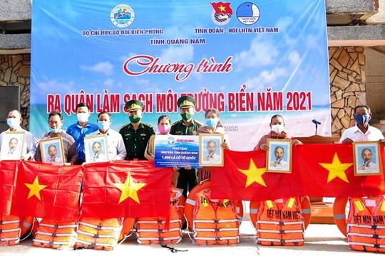 Quảng Nam: Trao tặng 1000 lá cờ Tổ quốc nhiều phần quà cho ngư dân ven biển