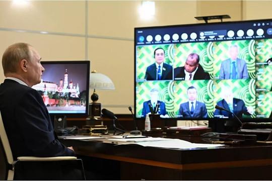 Tổng thống Putin: Nga ủng hộ dỡ bỏ rào cản đối với sản xuất và cung ứng vaccine COVID-19 trên thế giới