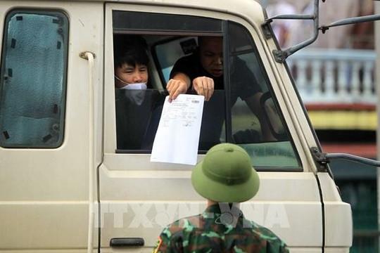 Lái xe nội bộ 19 tỉnh thành không cần giấy xét nghiệm âm tính