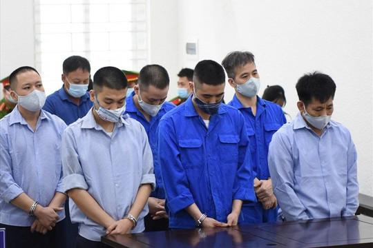 """Nhiều cựu cán bộ Thanh tra Giao thông lĩnh án tù trong vụ bảo kê """"xe vua"""" ở Hà Nội"""