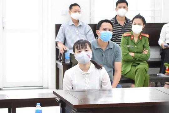 """Lừa nhận """"lo việc"""" cho đồng nghiệp, hai cựu cán bộ công an ở Hà Nội lĩnh án tù"""