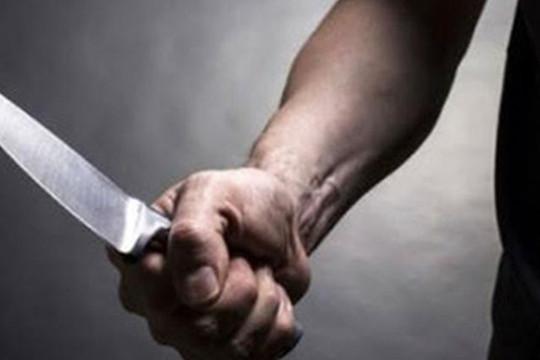 Người đàn ông suýt mất mạng vì bị vợ chém