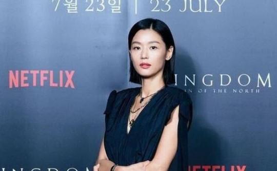 Jeon Ji Hyun lần đầu xuất hiện sau tin đồn ly hôn chồng đại gia