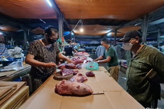 Người dân Hà Nội đi chợ trước giờ giãn cách xã hội