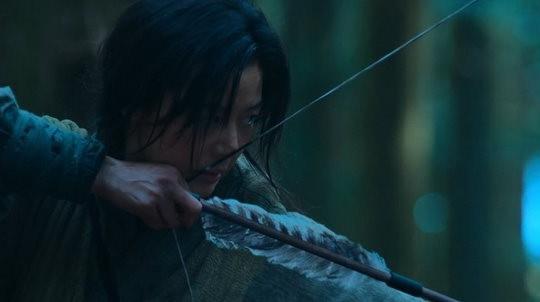 Kingdom của Jeon Ji Hyun ra mắt chưa đầy nửa ngày đã bị chê thảm họa